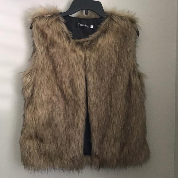 Jackets & Blazers - Tan/Brown Faux Fur Vest (Size: S, NWOT)